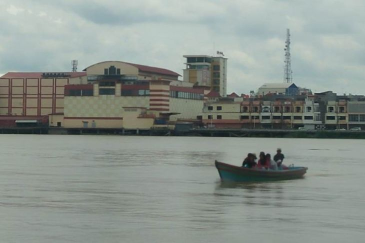 Perahu penyeberangan Sungai Batanghari tak tergantikan
