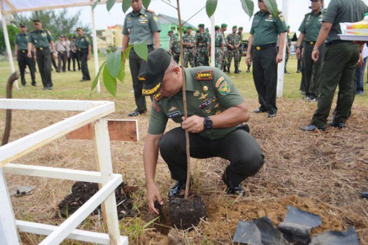 Korem dan Kodim Batanghari tanam 2.000 pohon