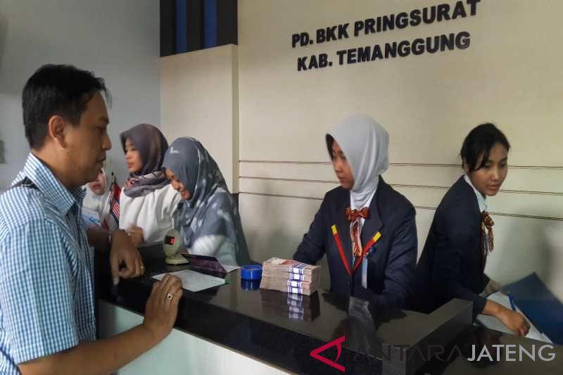 Tahap pertama, 30 nasabah BKK Pringsurat mulai cairkan dana
