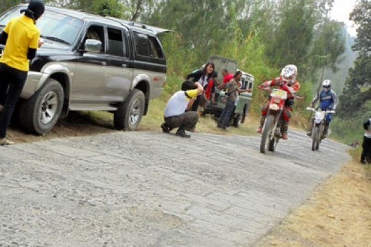 Rupiah Tantang Eksistensi Industri Pariwisata Jatim - ANTARA News ... cbaaaf907a