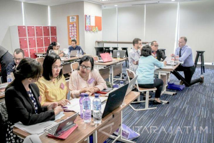 Sampoerna University Gandeng Cambridge Fasilitasi Guru Indonesia