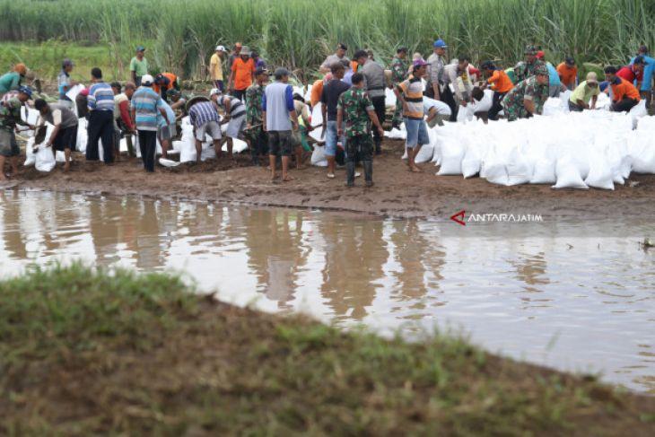 TNI-Polri Ponorogo Bersama Warga Percepat Pembangunan Talud