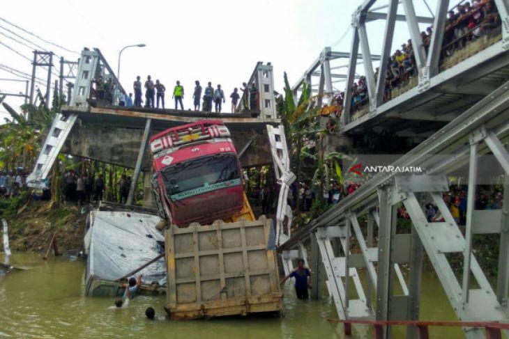 Jembatan Widang Ambrol Berada di Sisi Barat (Video)