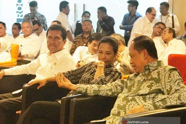 Menteri Rini Cerewet agar BUMN Perbaiki Layanan
