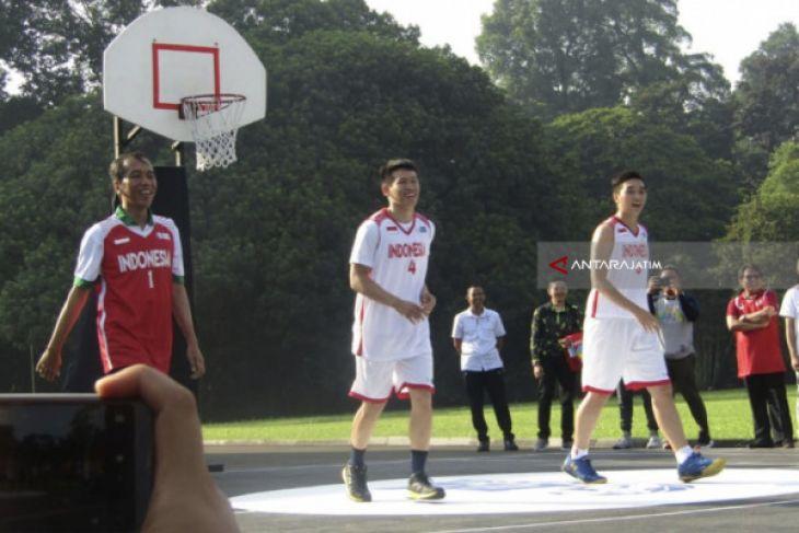 Jokowi Main Basket Lagi Setelah 37 Tahun (Video)