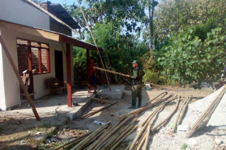 Selama Ramadhan Personel TNI Tetap Rehab RTLH di Ponorogo
