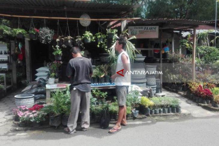 Asyiknya Ngabuburit di Pasar Bunga Madiun