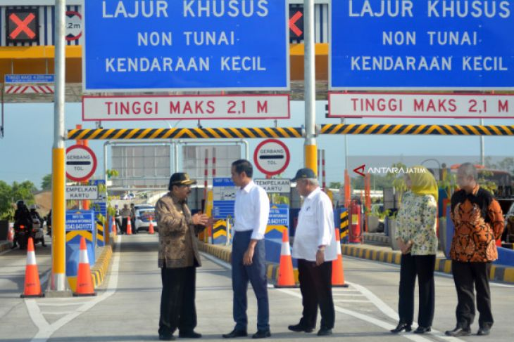 Jokowi Inaugurates New Toll Road Section