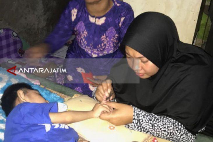 Legislator Kunjungi Anak Penderita Gizi Buruk di Surabaya