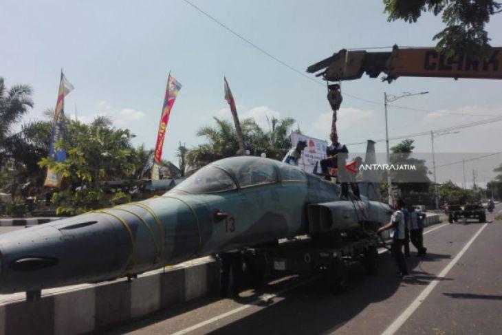 Lanud Iswahjudi Kirim Pesawat Tempur F-5 ke Madiun Jadi Monumen (Video)