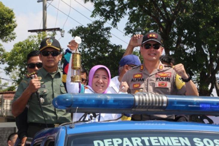 Wali Kota Probolinggo Arak Lentera Api Asian Games
