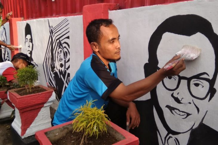 Warga Tulungagung Ramai-ramai Aksi Mural Kemerdekaan