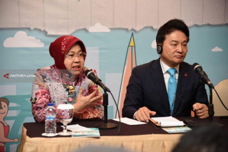 Risma Sampaikan Pertumbuhan Ekonomi Surabaya Tinggi di Kongres UCLG