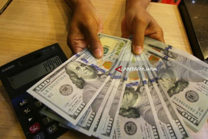 Dolar AS Tertekan Data Ekonomi Negatif