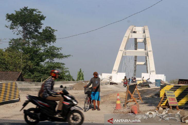 Kontraktor Jembatan Bengawan Solo Disanksi Denda (Video)
