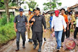 Bupati Bandung Tinjau Lokasi Banjir Rancaekek