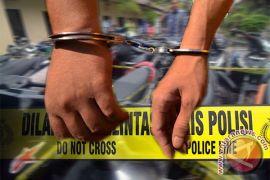 Telepon tertinggal dua pencuri dibekuk polisi