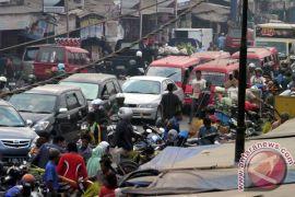 Pasar tumpah hambat laju kendaraan di Garut