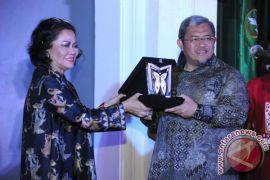 Gubernur Aher Raih Penghargaan Anugerah Purwakalagrha