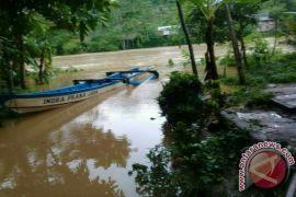Jembatan Putus Warga Satu Kampung di Cianjur Terisolir