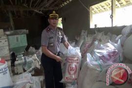 Polisi Gerebek Gudang Pengoplos Beras Raskin di Cianjur