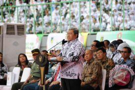 Gubernur Aher: Guru Faktor Penting Kemajuan Bangsa