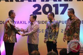 Gubernur Jabar Raih Penghargaan Paramakarya 2017