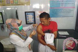 Pegawai RSUD Garut Disuntik Vaksin Difteri