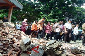 Mendikbud: Perbaikan Sekolah Terdampak Gempa Mulai 2018