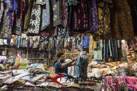 Edukasi barang halal untuk perajin batik