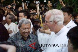 Aher minta doa keselamatan kepada Uskup Bandung