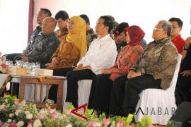 Gubernur Aher dampingi Presiden kunjungan di Jabar