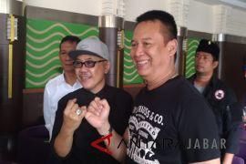 Doel Sumbang bersilaturahim dengan Tubagus Hasanuddin