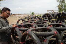Nelayan Cirebon maanfaatkan barang bekas jadi rumah ikan