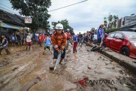 17 mobil rusak akibat banjir di Kota Bandung