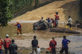 Evakuasi Mobil Hanyut