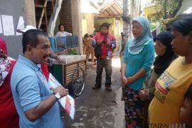 Aries Supriatna dicurhati ibu-ibu di Kota Bandung