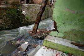 Satu rumah jebol akibat banjir Citepus Bandung