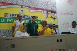 Aburizal Bakrie kunjungi posko pemenangan Nurul Arifin
