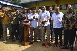 Menteri ESDM Resmikan Sumur Bor Tanah