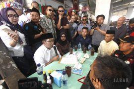 Warga Karawang curhat soal pengangguran ke Ridwan Kamil