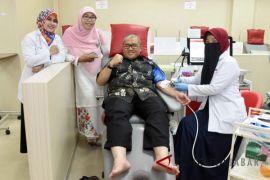 Aher sumbang darah untuk penderita anemia aplastik