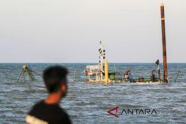 Basarnas Bandung siaga bahaya gelombang Laut Jawa