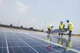 SMK Prakarya Internasional pasang panel surya