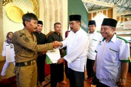 Baznas Indramayu berangkatkan 22 santri program Takhasus