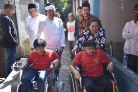 Dedi Mulyadi penuhi janji kursi roda untuk warga disabilitas