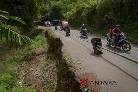 Jalur alternatif Cijapati mulai ramai dilintasi kendaraan