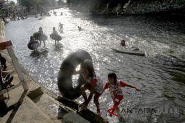 Wisata susur sungai Ciliwung