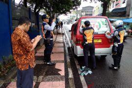 Bawaslu Cianjur tertibkan peraga kampanye di angkutan umum