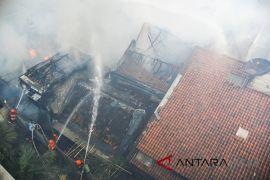 Dua rumah di Cianjur terbakar karena diduga arus pendek